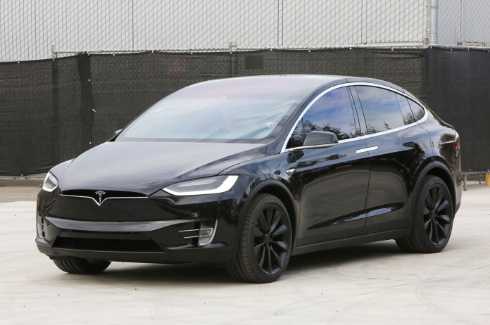 2016-Tesla-Model-X-front-three-quarter-2.JPG