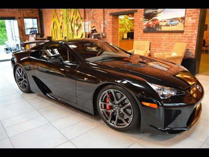 Lexus_LFA_for_sale_01