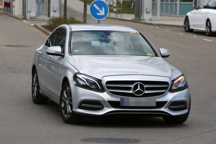 Mercedes C-Class facelift 2017 spy photos (2)