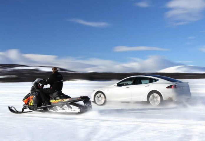 tesla-model-s-p85d-drag-races-a-snowmobile-in-norway-93214_1