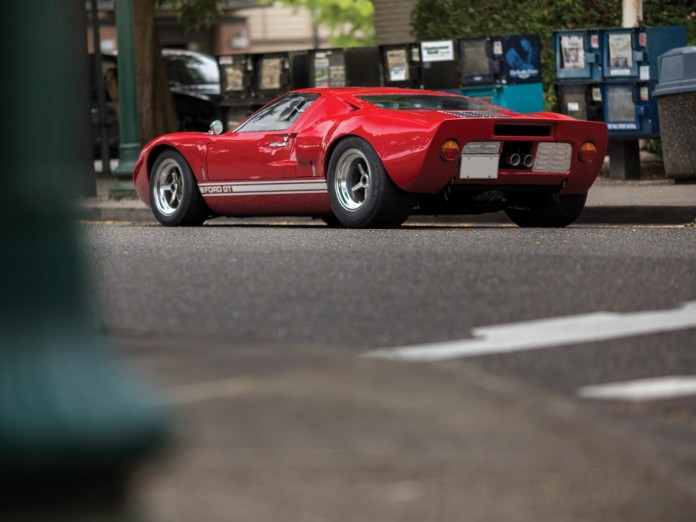 1966_Ford_GT40_02