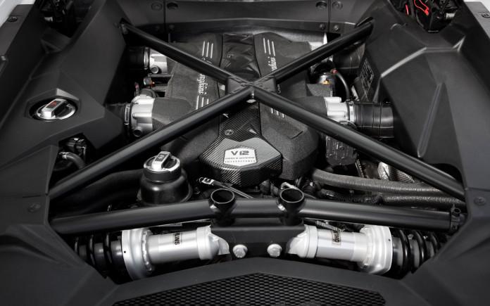 2013-lamborghini-aventador-engine