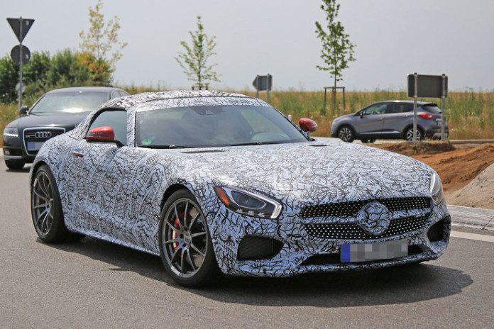 Spy_Photos_Mercedes-AMG_GT_Roadster_03