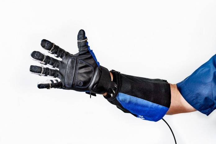 general-motors-nasa-roboglove-hand
