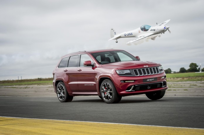 Jeep Grand Cherokee SRT vs plane (1) (1)
