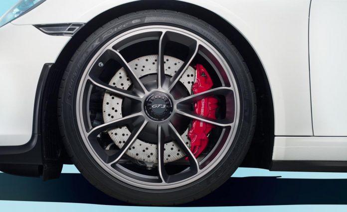 2014-porsche-911-gt3-wheel-and-brake-caliper-photo-513241-s-1280x782