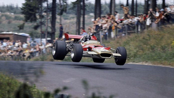 graham-hill-driving-the-lotus-49-in-1969-1600x900