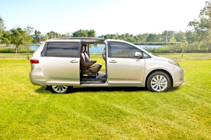 2015-toyota-sienna-ltd-side-sliding-doors