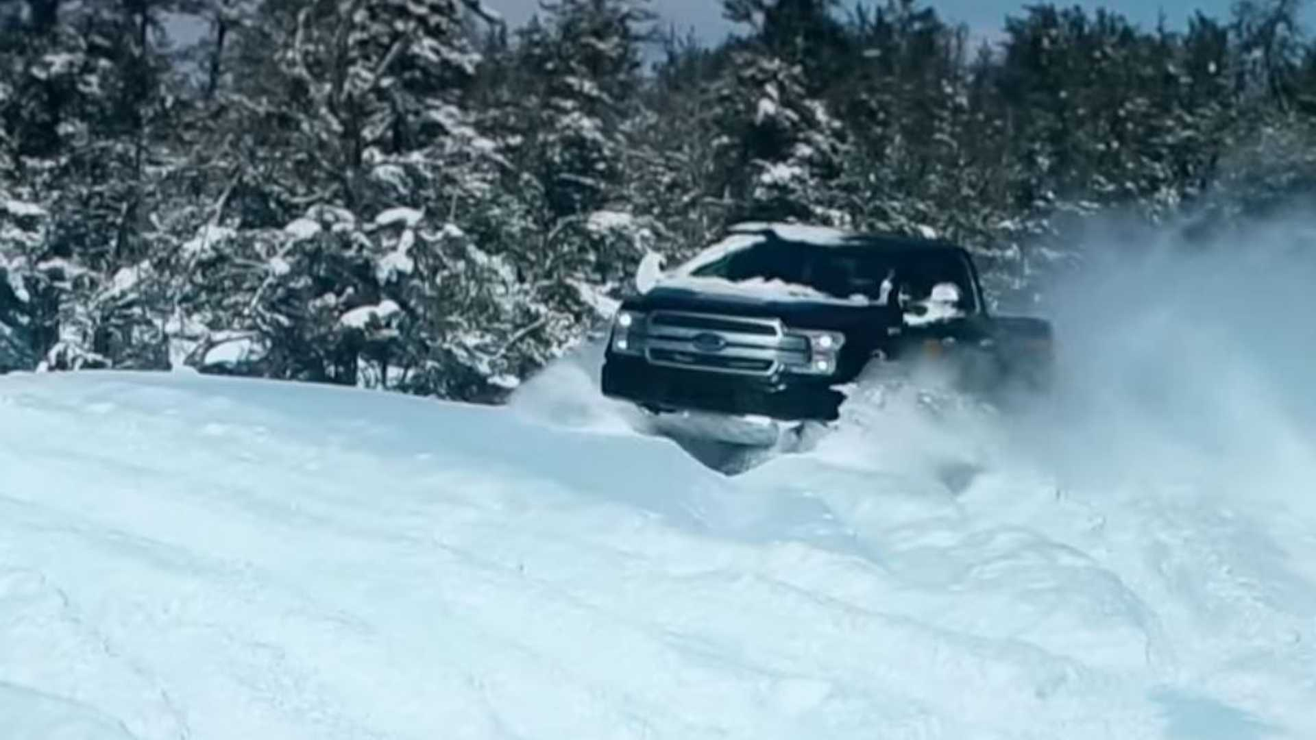 Η Ford πειράζει το F-150 Electric για να παίξει στο χιόνι
