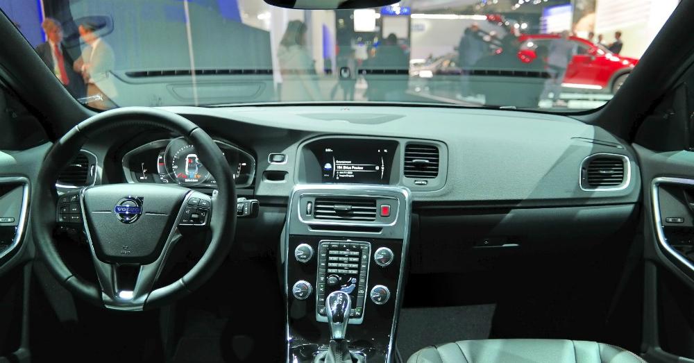2016 S60 Cross Country Interior