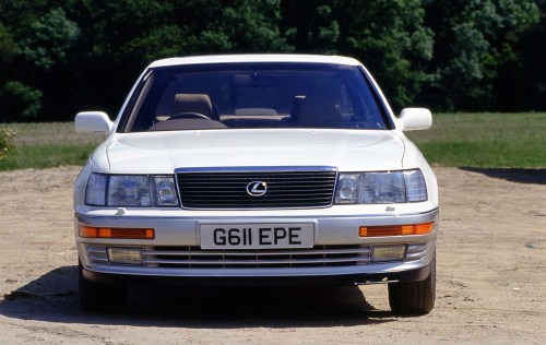 small resolution of the ls400 arrived in 1990 to the sound of nervous coughing as executives at bmw and mercedes benz prepared their excuses you see the company behind lexus