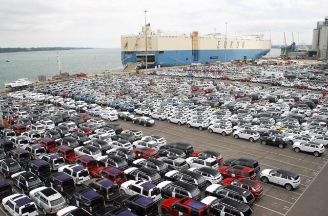 Port cars exporting Land Rover