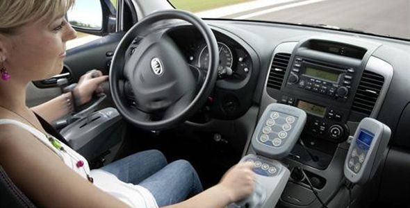 Diseñan mandos joystick para conducir destinados a personas con movilidad reducida
