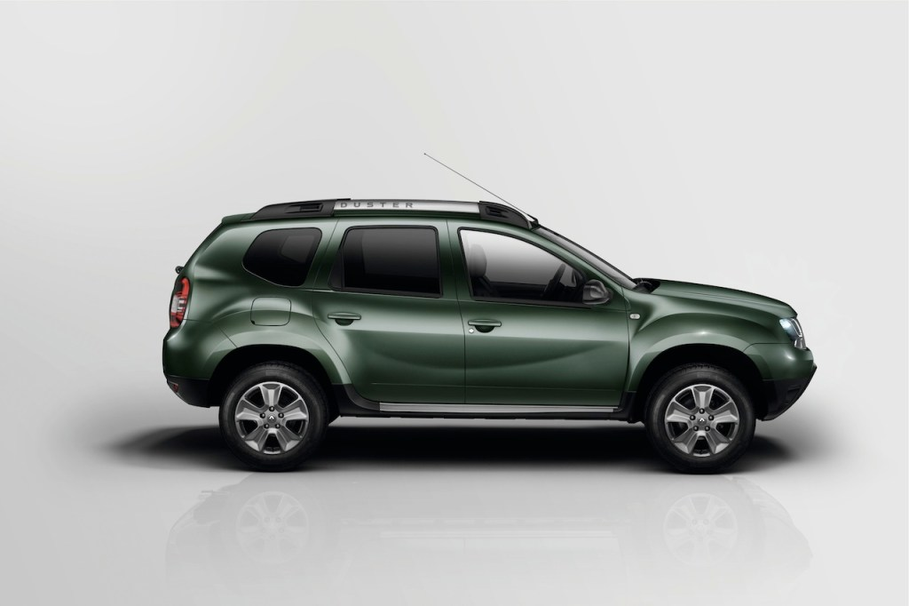 2014-Renault-Duster-Facelift-studio-side