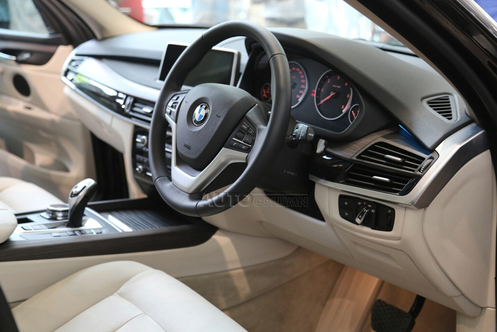 2014 BMW X5 steering wheel