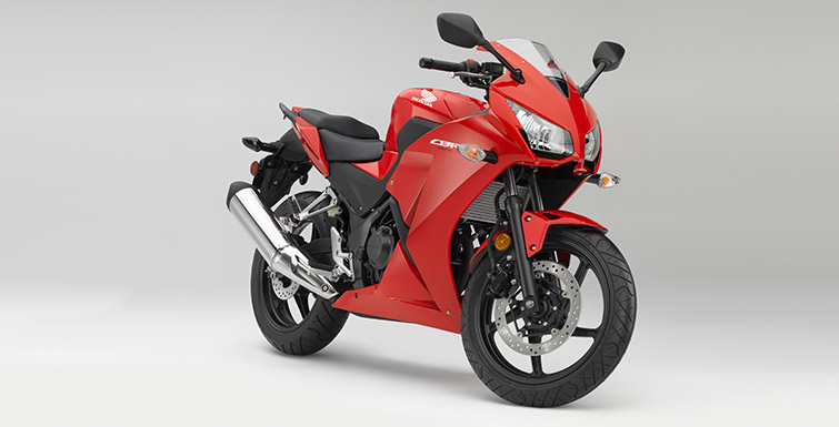 2015 Honda CBR 300R front three quarters