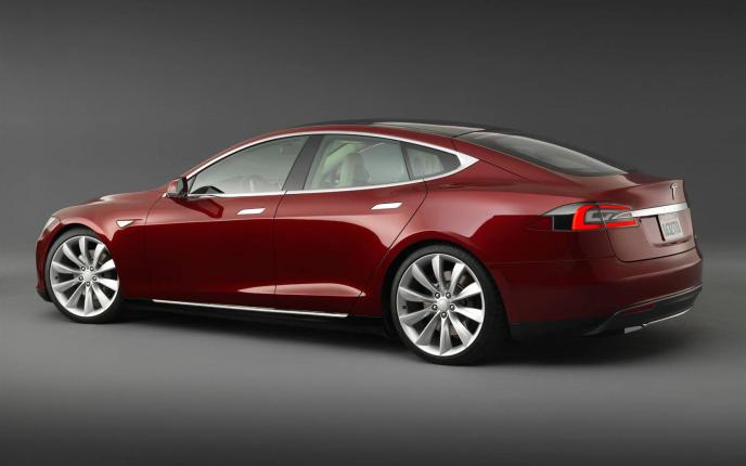 2013-Tesla-Model-S-Rear Three Quarters