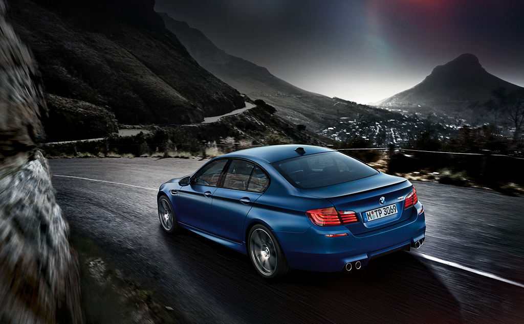 2015 BMW M5 launched in India rear three quarters