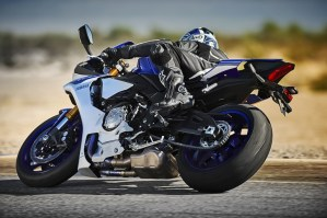 2015 Yamaha R1 in action