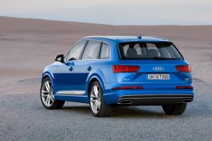 2016-Audi-Q7-Rear-Angle-Images