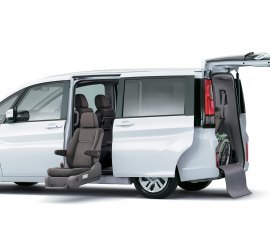 Honda Stepwagon doors and seats
