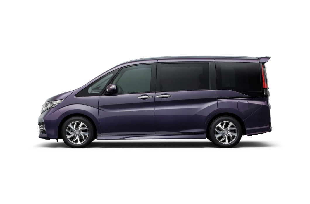 Honda Stepwagon side profile