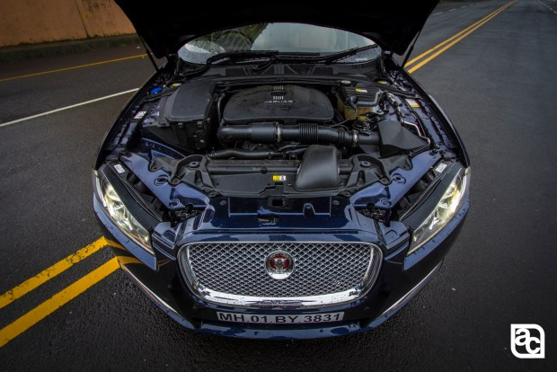 2015-Jaguar-JLR-XF-2.0-Front-rear-side-interior-3100