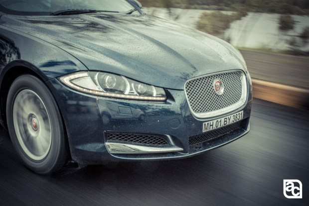2015-Jaguar-JLR-XF-2.0-Front-rear-side-interior-42