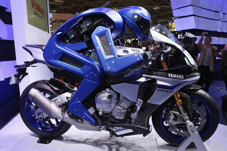 yamaha-motobot-motorcycle-riding-robot-4