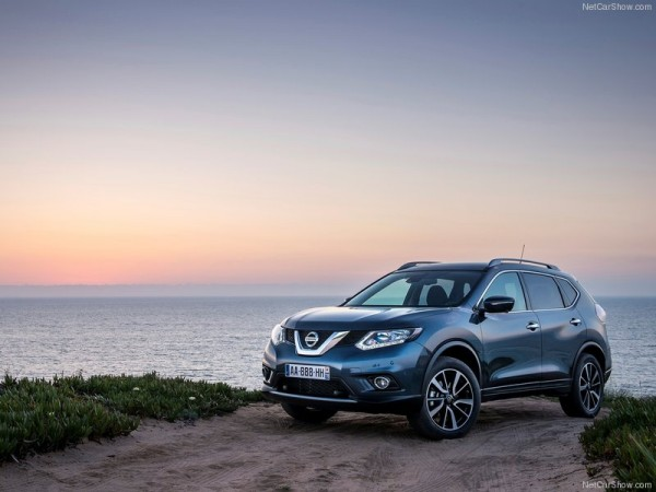 2015-nissan-x-trail-blue-front