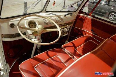 kombi-furgao-1972-branca-vermelha-rebaixada-5