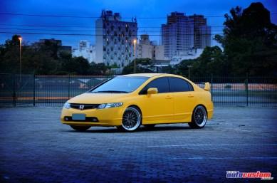 Civic Si amarelo 2008 com aro 18 e motor aspirado