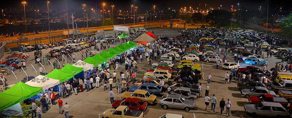 Dispersão do Sambódromo - Encontro de Carros - Auto Show Collection 2013 antes da Fórmula Indy