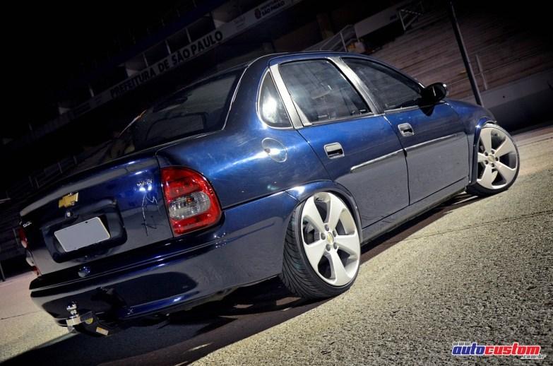 rodas-cruze-corsa-sedan-azul-2001