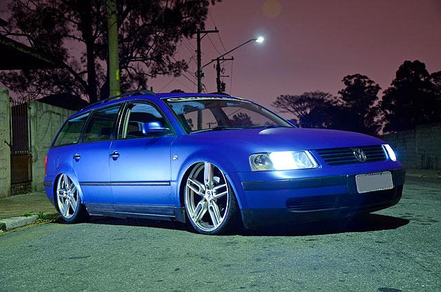 Passat Variant 1999 azul fosco perolizado, suspensão a ar e aro 20
