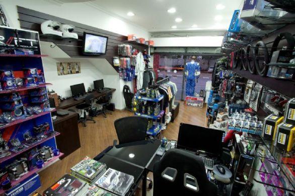 garage-store-show-room