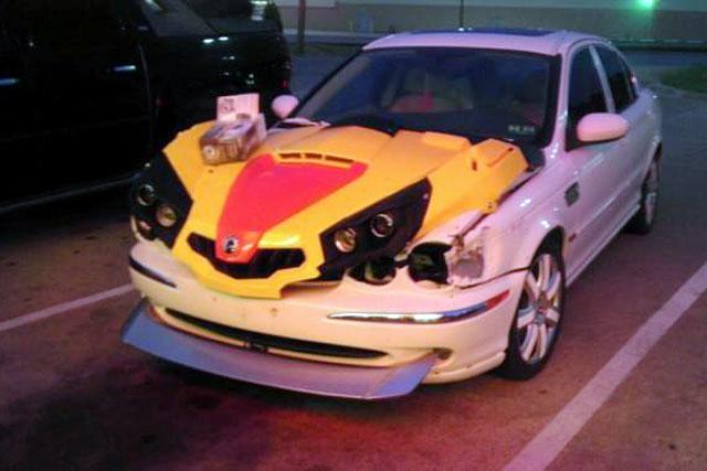 Jaguar S-Type com frente bizarra
