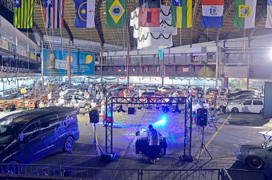 Encontro de carros no CTN para entrega do Projeto Secreto JJ