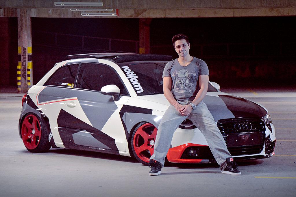 "Audi A1 2011 Turbo, Camuflada, 17"" e Ar Inteligente - Chavitus"