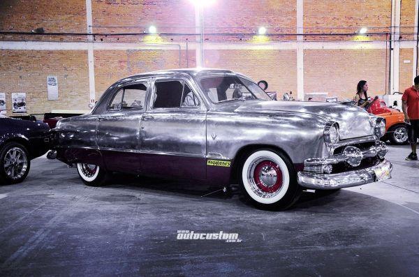 Ford Custom Deluxe