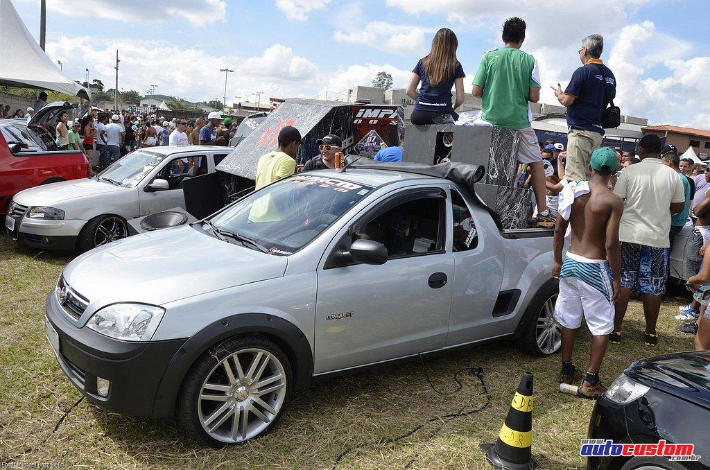 9-mega-motor-2013-burnout-wheeling-carros-som-118