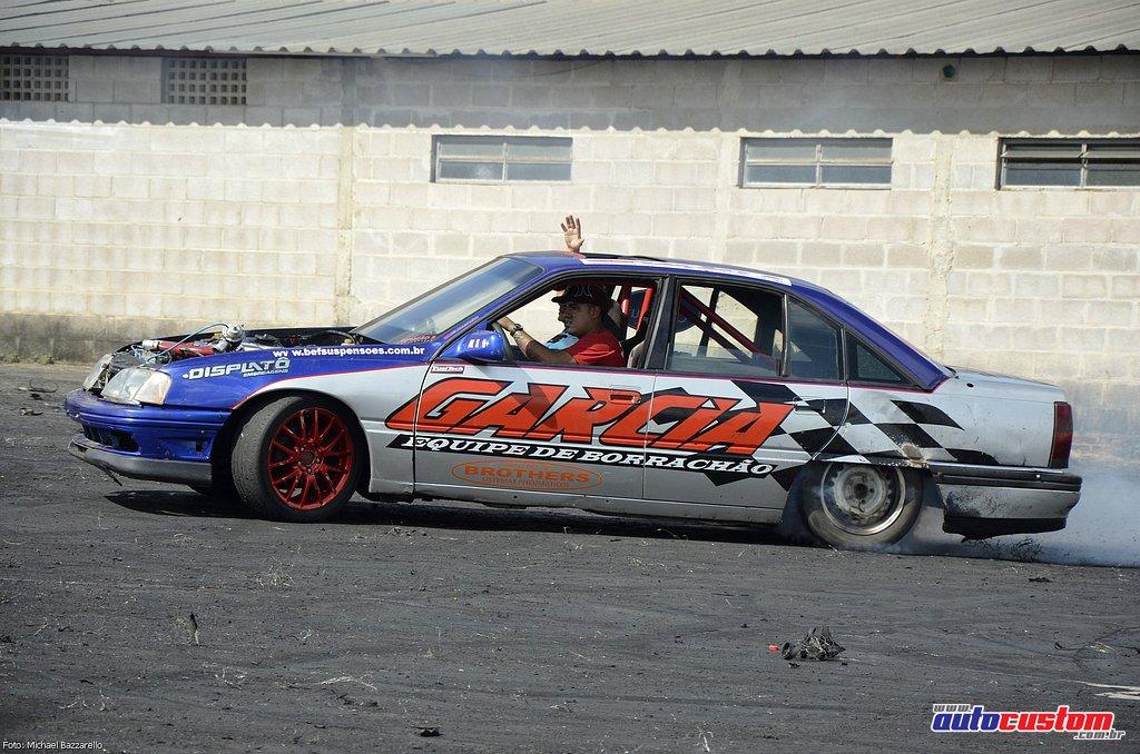 9-mega-motor-2013-burnout-wheeling-carros-som-145