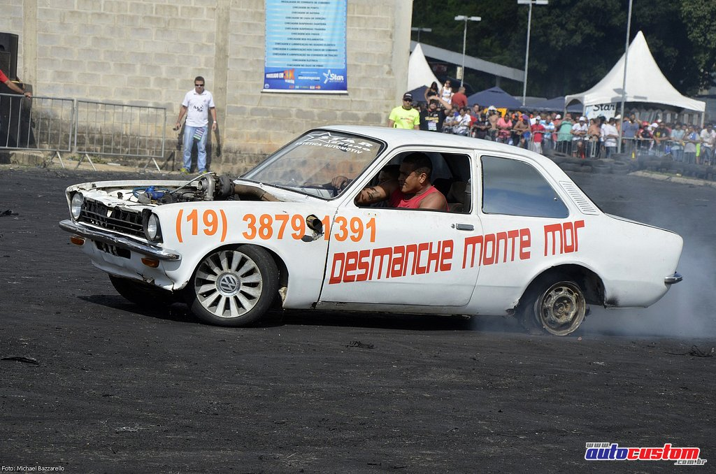 9-mega-motor-2013-burnout-wheeling-carros-som-157