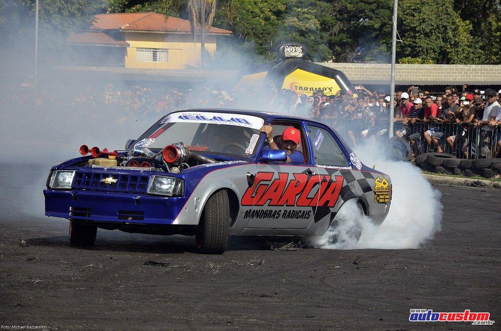 9-mega-motor-2013-burnout-wheeling-carros-som-172