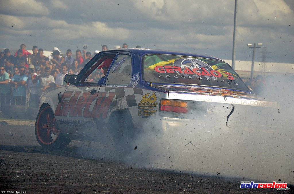 9-mega-motor-2013-burnout-wheeling-carros-som-174