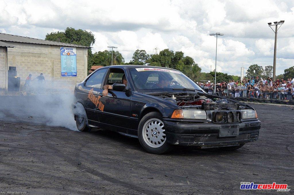 9-mega-motor-2013-burnout-wheeling-carros-som-190