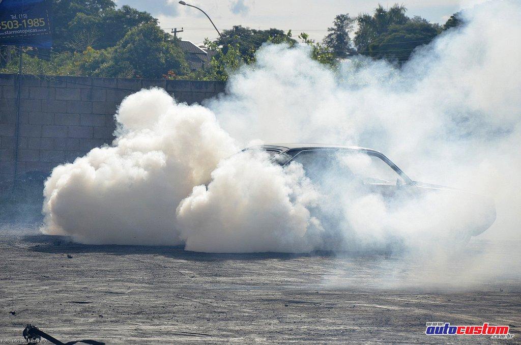 9-mega-motor-2013-burnout-wheeling-carros-som-194