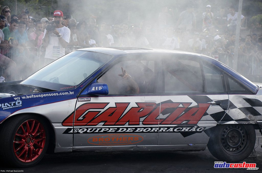 9-mega-motor-2013-burnout-wheeling-carros-som-213