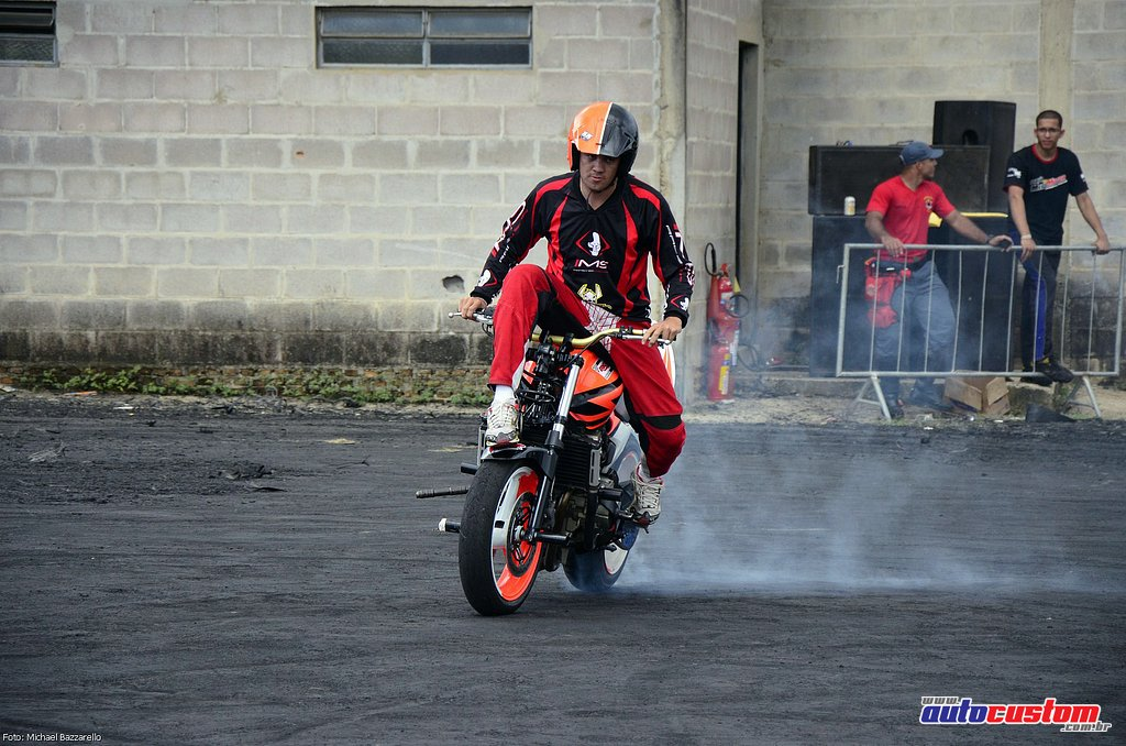 9-mega-motor-2013-burnout-wheeling-carros-som-236