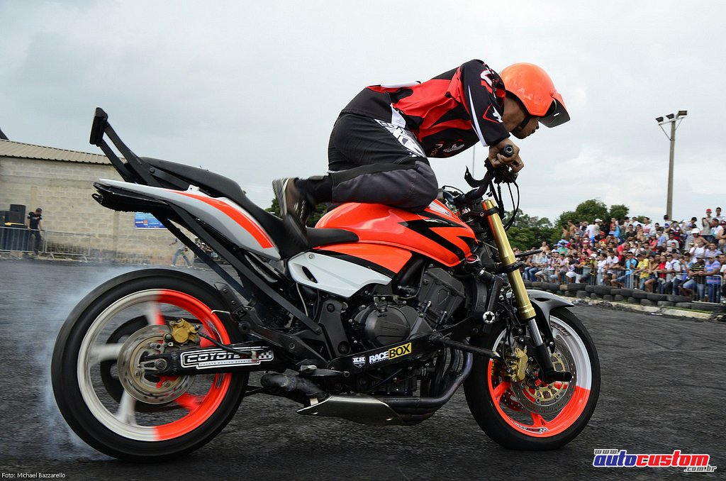 9-mega-motor-2013-burnout-wheeling-carros-som-251